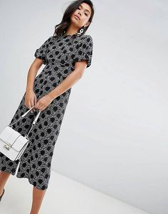 Find the best selection of ASOS DESIGN tea jumpsuit with balloon sleeve in spot and floral print. Shop today with free delivery and returns (Ts&Cs apply) with ASOS! Fashion 2018, Pop Fashion, Fashion Online, Womens Fashion, Fashion Trends, Jumpsuits For Women, New Outfits, Work Wear, Asos