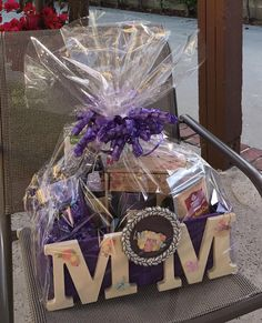 Show her you care by creating a DIY gift from scratch. Here are some ideas to get you going. Mothers Day Baskets, Diy Gifts For Mothers, Mothers Day Crafts, Mother Day Gifts, Diy Mother's Day Gift Basket, Diy Gift Baskets, Valentine Baskets, Valentine Gifts, Themed Gift Baskets