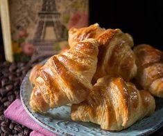 Πως να φτιάξεις κρουασάν βουτύρου Bread Art, School Snacks, Croissants, Greek Recipes, Sweet Desserts, Cake Cookies, Food Processor Recipes, Pancakes, French Toast