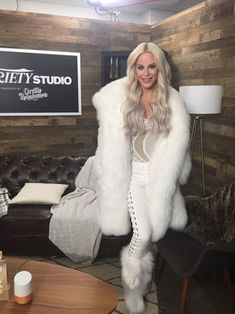 How hot is this.soft sexy fur, long sexy hair and sweet bod. I wanna do her right now on that couch behind her Gros Pull Mohair, Chinchilla Coat, Fabulous Furs, Fox Fur Coat, Fur Boots, Fur Fashion, Perfect Woman, Coats For Women, Mantel