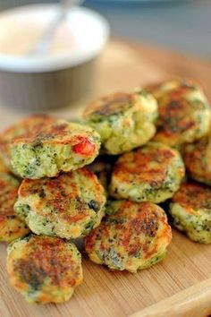 Potato croquettes with cheese and broccoli Vegetarian Recipes, Cooking Recipes, Healthy Recipes, Good Food, Yummy Food, Food To Make, Breakfast Recipes, Food Porn, Food And Drink