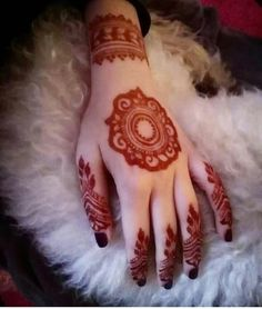 Mehndi henna designs are always searchable by Pakistani women and girls. Women, girls and also kids apply henna on their hands, feet and also on neck to look more gorgeous and traditional. Mehndi Designs Finger, Mehndi Designs For Beginners, Mehndi Designs For Girls, Wedding Mehndi Designs, Mehndi Designs For Fingers, Stylish Mehndi Designs, Beautiful Henna Designs, Latest Mehndi Designs, Dulhan Mehndi Designs