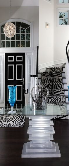 Glamnifique in a zebra black and white glassy way #foyer