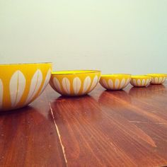 Catherine Holm - picture by Joomoolynn Vintage Thrift Stores, Yellow Bowls, Lotus Design, Vintage Dishes, Shades Of Yellow, Mellow Yellow, First Time, Decor Styles, Serving Bowls
