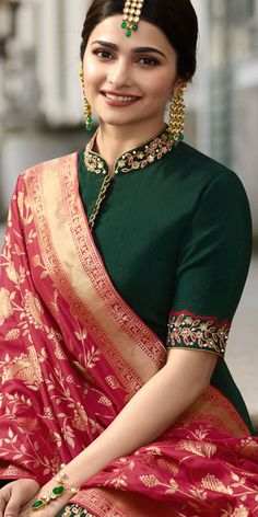 Designer Saree Blouse Patterns That Will Look Amazing On You! – Kurti Blouse Designer Saree Blouse Patterns That Will Look Amazing On You! Silk Saree Blouse Designs, Saree Blouse Patterns, Fancy Blouse Designs, Designer Blouse Patterns, Blouse Neck Designs, Designer Saree Blouses, Indian Blouse Designs, Designer Dresses, Stylish Blouse Design
