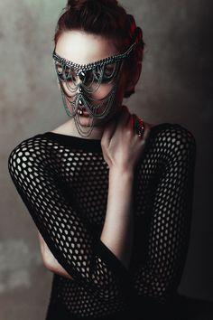 Photographer: Sebastian Hilgetag Hair/Makeup: Julia Firefly Model: Laura Scharnagl