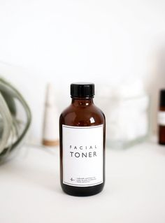 Are you looking to make your own facial mist or spray? Well, here are 15 DIY, all-natural toners you must make! Take a look, and maybe even make a few!