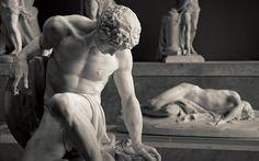 """La mort dans la petite galerie de l'Académie...    Au premier plan : """"Gladiateur mourant"""", marbre de Pierre Julien (1731-1804).  Au second plan : """"Abel expirant"""", marbre de Jean-Baptiste Stouf (1742-1826).    Musée du Louvre."""