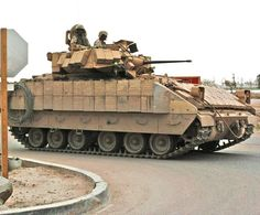 U.S. Army Bradley Fighting Vehicle | United States US Army Bradley M2A3 armoured infantry fighting vehicle ...