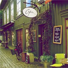 Small and quaint cafes !