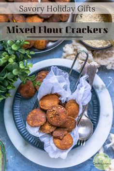Mixed flour crackers are crispy, thin, flaky & vegan that are easy to make & ready in 30 minutes. A delicious homemade snack perfect for your entire family! Easy Dinner Recipes, Holiday Recipes, Snack Recipes, Indian Food Recipes, Asian Recipes, Plant Based Snacks, Vegetarian Snacks, Delicious Vegan Recipes, Amazing Recipes