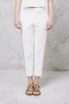 PANTALONI BIANCHI #msgm #pantscapri #pantalonicapri #WomensWear #women #WomenFashion #summer #ootd #outfit #look #ShoppingOnline #WomenStyle #fashion #style #shopping #inArchivio #ArchivioStore