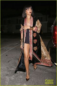 547e0c9dc7c5 Critic Corner. Rihanna Street StyleVintage Style OutfitsVintage FashionClassy  ...