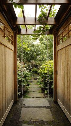 Kim Hoyt Architect Boerum Hill Garden with Wood Arbor and Walkway, Gardenista.jpg (733×1304)
