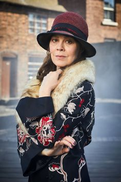 A gallery of Peaky Blinders publicity stills and other photos. Featuring Cillian Murphy, Paul Anderson, Helen McCrory, Joe Cole and others. Costume Peaky Blinders, Aunt Polly Peaky Blinders, Grace Burgess, Black Star, Iconic Characters, Beautiful Soul, Beautiful Places, Costume Design, Actors & Actresses