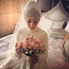 muslimweddingideasStunning bride!  Beautiful work by @hiddenbeautydesigns from Melbourne, Australia ♥