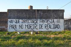 Hay que inyectarse fantasía para no morir de realidad.