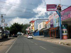 15. Avenida Brasil, principal avenida de comércio do 2º Distrito.  Curiosidade: as ruas do segundo distrito eram conhecidas por tês. Iam da T-1 até a T-30. Hoje elas tem nomes de árvores da região amazônica.