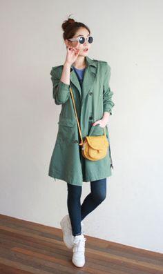 casaco verde + bolsa amarela