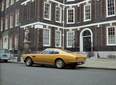 In the third episode of The Persuaders! named 'Take Seven', we get to see the exterior of Lord Brett Sinclair's London apartment. Lord S. My Dream Car, Dream Cars, Aston Martin Dbs, Tony Curtis, Roger Moore, London Apartment, English Countryside, James Bond, Vintage Cars