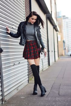 Edgy Outfits, Fall Outfits, Cute Outfits, Fashion Outfits, Tartan Skirt Outfit, Skirt Outfits, Tartan Skirts, Mode Rockabilly, Girls In Mini Skirts