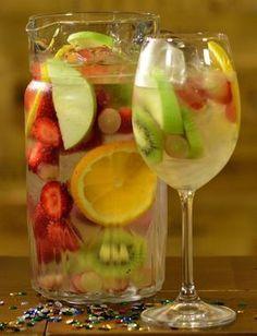 4 drinques para fazer com vinho Easy Healthy Recipes, Healthy Drinks, Healthy Snacks, Bar Drinks, Cocktail Drinks, Cocktails, Drinks Alcohol Recipes, Alcoholic Drinks, Garlic Health Benefits