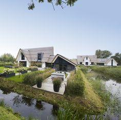 Heeft u er ook wel eens van gedroomd om een rietgedekte villa te laten bouwen? SILVERwonen, de specialist in luxe villa's, kan het voor u realiseren.