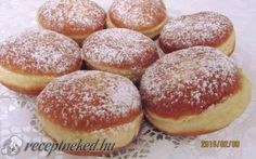 A nagyi farsangi fánkja Hamburger, Bread, Baking, Pastries, Food, Recipes, Hungarian Recipes, Meal, Patisserie