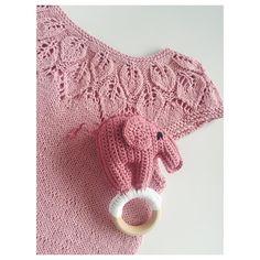 Bryllupsgave til frøken Emma, da hendes søde forældre skal giftes på lørdag  #gave #fasterstrik #strik #bellatunika #leneholmesamsøe #elefantenflora #følgstrikkere #strikket #strikning #strikkedilla #strikkeglede #knit #knitting #knitwear #instaknit #bryllup #babygirl #nevernotknitting #knittersofinstagram #følgstrikkere #lyserød #pink #girl #stylish #barnemote #cute #emma