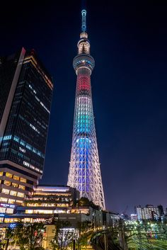 "See 22899 photos and 299 tips from 78442 visitors to 東京スカイツリー (Tokyo Skytree). ""The base of the tower has a structure similar to a tripod; Osaka, Nagoya, Japon Tokyo, Tokyo Skytree, Go To Japan, Visit Japan, All About Japan, Japan Landscape, Les Continents"
