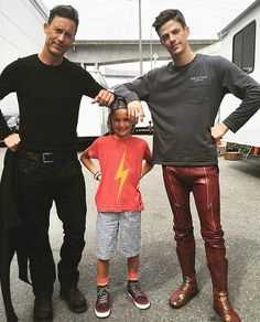 Harry 'n Barry (co-stars Tom Cavanaugh & Grant) use a young fan aa an armrest. He doesn't seem to mind, though.