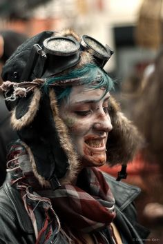 deftonesoreo: Tank Girl Zombie, my life is complete Post Apocalyptic Costume, Post Apocalyptic Fashion, Apocalyptic Clothing, Mad Max, Cyberpunk, Fallout, Darkness Girl, Wasteland Warrior, Apocalypse Aesthetic