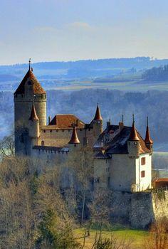 Château de Lucens,Vaud, Suisse.(XIIIème siècle)