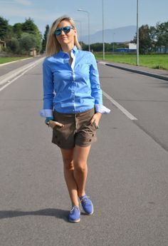 LIGHT BLUE SHIRT AND BROWN SHORTS #outfit #ootd #fbloggers #fashionbloggersitaly #colorblockbyfelym