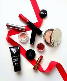 The Mariette Blog : Blog beauté. Je vous propose un tutoriel pour réaliser un maquillage avec un cœur rouge tout en paillettes rouges.