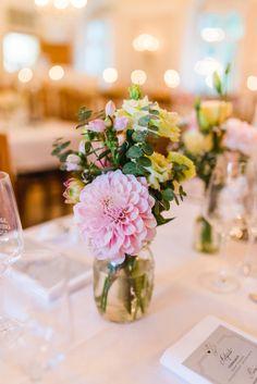Jung und Wild Design hatte die Gelegenheit eine echt schöne Hochzeit in der St. Georgs Kirche in München zu begleiten. Seht hier die ganze Fotostrecke <3