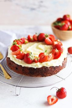 Multigrain rice cakes with berries, fruit and soft cheese for healthy breakfast stock photo - Homemade Strawberry Lemonade, Strawberry Sauce, Clean Eating Grocery List, Eton Mess, Healthy Preschool Snacks, Rice Cakes, How To Eat Paleo, Food Facts, Dessert Recipes