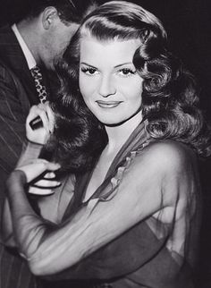 Rita Hayworth, The Inspiration for my pin up name.                                                                                                                                                      Mais