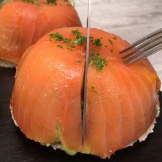 Suave y deliciosa Cúpula de Salmón y aguacate, irresistible para cualquier ocasión.