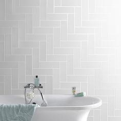Carrelage mural Basic Briquette AERO en fa¯ence blanc 10 x 30 cm White Wall Tiles, White Walls, Bad Inspiration, Bathroom Inspiration, Bathroom Spa, Master Bathroom, Bathroom Ideas, Wall Tiles Design, Herringbone Tile