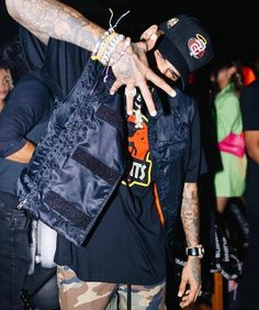 """BREEZY on Instagram: """"👋🏽"""" Chris Brown Outfits, Chris Brown Style, Breezy Chris Brown, Chris Brown Wallpaper, Justin Bieber Smile, Chris Brown Pictures, Kobe Bryant Pictures, Kyle Jenner, Tumblr Fashion"""