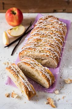 Omena-pullapitko | Maku Sweet Pastries, Dessert Decoration, Let Them Eat Cake, Hot Dog Buns, Baking Recipes, Vegan Recipes, Biscuits, Food And Drink, Sweets
