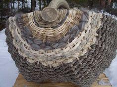 Basket I like - Neck with crocheted doilies