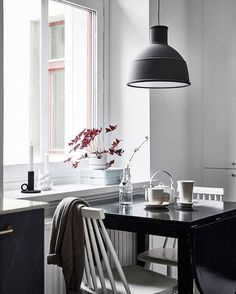 "1,085 Me gusta, 8 comentarios - my scandinavian home (@myscandinavianhome) en Instagram: ""What better way to end the week than a home tour of a cool, calm Swedish apartment? Click the link…"""