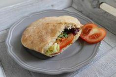 Mlsná kuchyně: Můj první domácí (dokonalý) pita chléb Pitta, Ciabatta, Salmon Burgers, Tofu, Bread Recipes, Side Dishes, Sandwiches, Food And Drink, Meals