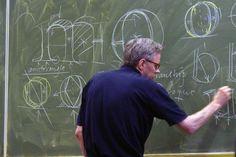 Frank E. Blokland drawing on blackboard at KABK