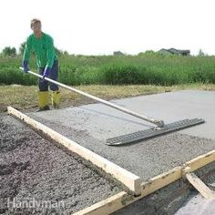 Form and Pour a Concrete Slab A pro shows you how to build strong concrete forms, place a solid slab and trowel a smooth finish Concrete Pad, Concrete Walkway, Concrete Bricks, Concrete Forms, Poured Concrete, Concrete Projects, Outdoor Projects, Diy Concrete Slab, Concrete Floor