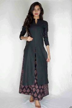 doesn't this look elegant . Long split tunic over ankle-length dress or skirt Pakistani Dresses, Indian Dresses, Indian Outfits, Indian Attire, Indian Wear, Ethnic Fashion, Asian Fashion, Classy Fashion, Moda Indiana