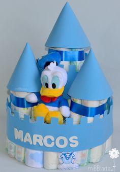 Ideas baby shower; si buscas un regalo para el bebé divertido, práctico y original, esta tarta de pañales les encantará. Haz clic en la foto para ver todo lo que lleva este castillo en su interior. https://mibbtarta.es/producto/castillo-de-panales-disney/  #castillodepañales #diaperscastle #tartadepañales #tartasdepañales #diapercake #canastilla #babyshower #regalonacimiento #regalobebe  #bebe #diapergift #cosasparabebes #regaloreciennacido