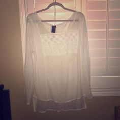 Free people white top Made in India, this free people New Romantics top is slightly sheer with beautiful woven patterns.  All of my items come from a  free  free home. Questions welcome❤️ Thank you for looking! Free People Tops Tees - Long Sleeve